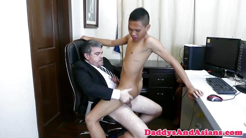 Начальник гей трахнул